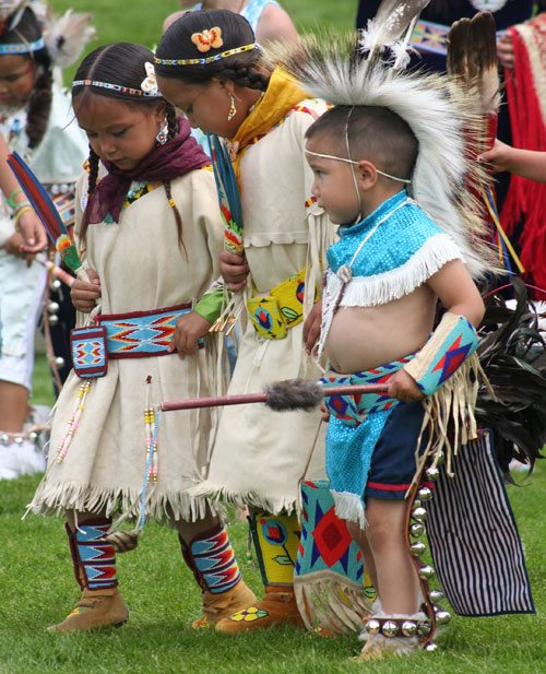 Tiny tots at the 2010 Plains Indian Museum Powwow.