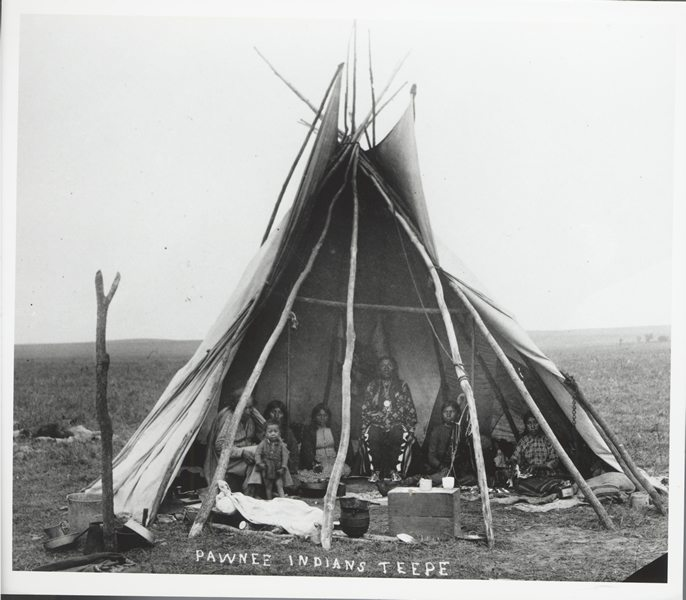 pawnee indians Information about the pawnee indians for students and teachers covers food, homes, arts and crafts, weapons, culture, and daily life of the pawnees.