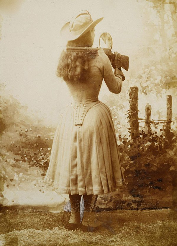 Annie Oakley, aiming with aid of a mirror. Vincent Mercaldo Collection. P.71.809