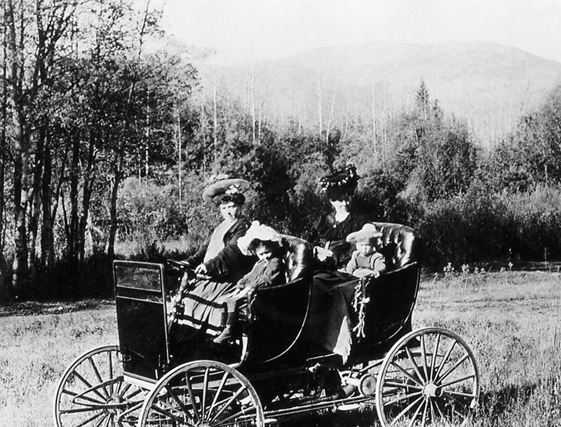 Chain-driven auto, ca. 1905. NPS photo.