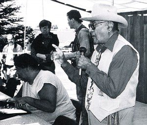 Joseph Medicine Crow speaking at the 1997 Plains Indian Museum Powwow.