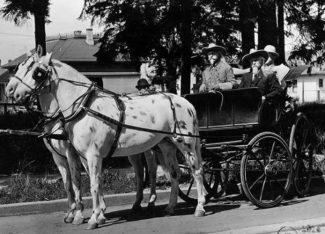 William Deveny (R) with the real Buffalo Bill in Portland, Oregon