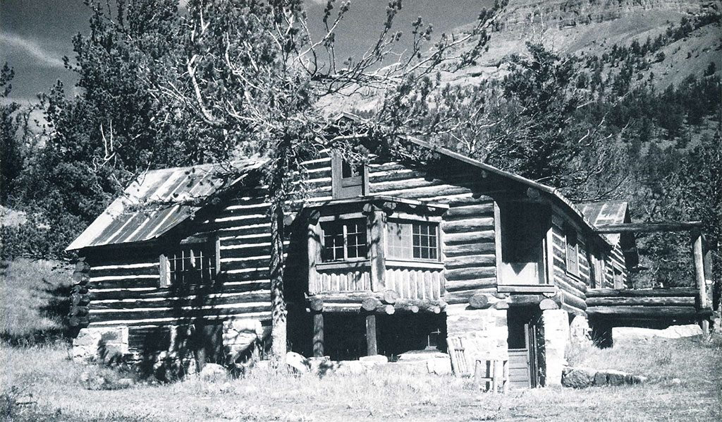 The main lodge of Carl Dunrud's Double Dee Dude Ranch was built of logs in the tradition of Dunrud's Norwegian ancestors.