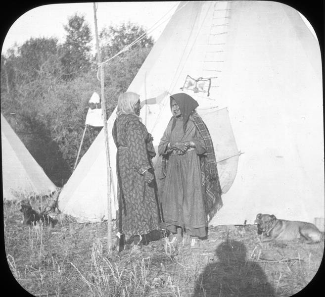 Two Crow women seem engaged in a quarrel; note the clenched fists. Perhaps they need talking sticks. MS 95 Petzoldt Collection, McCracken Research Library. LS.95.345
