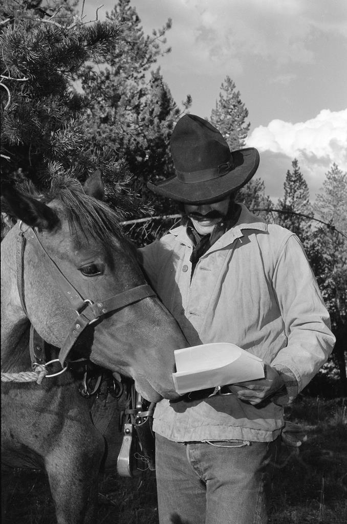reading-to-his-horse-pn-89-35-6048-51