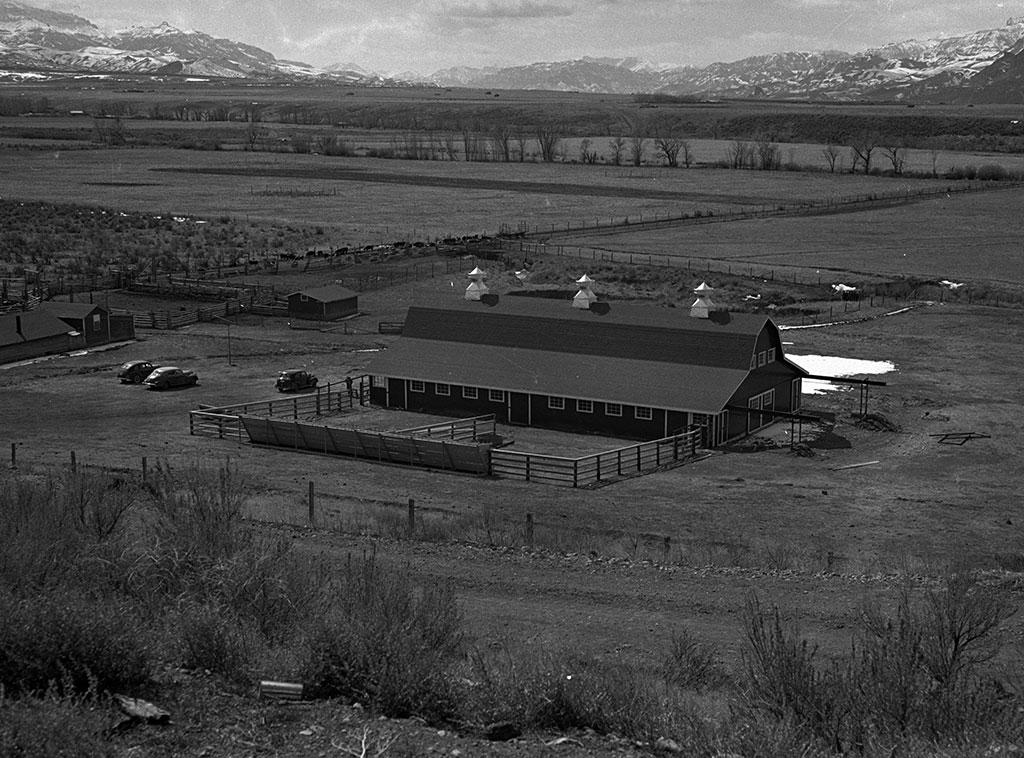 Diamond Bar Ranch, southwest of Cody, 1942. MS 89 Jack Richard Photograph Collection. PN.89.111.21196.1