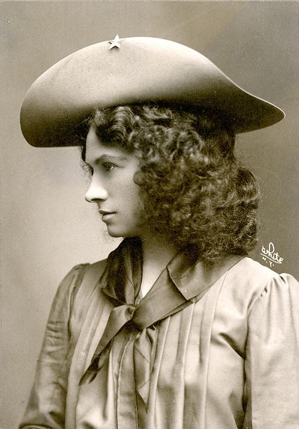 Annie Oakley, ca. 1902. MS 6 William F. Cody Collection, McCracken Research Library. P.69.1161