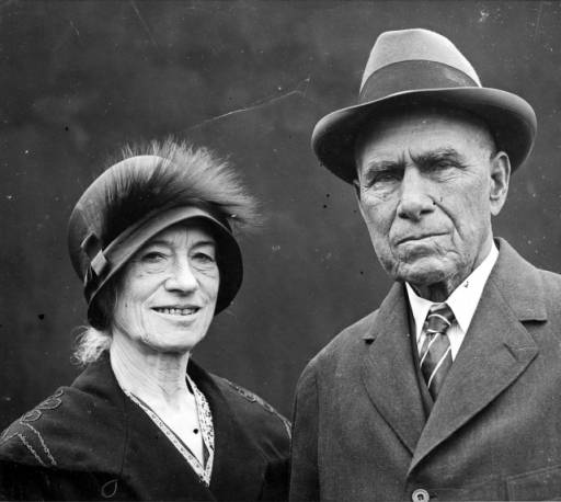 Portrait of Annie Oakley and Frank Butler, ca. 1925, P.6.0339