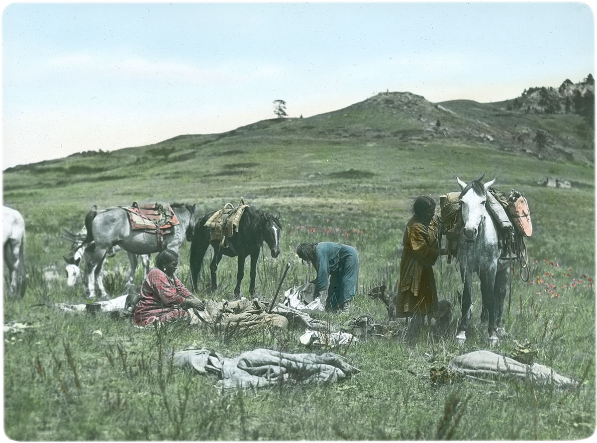 Getting ready to set up camp at temporary berry camp, 1903-1925. MS 95 William Petzoldt Lantern Slide Collection. LS.95.74