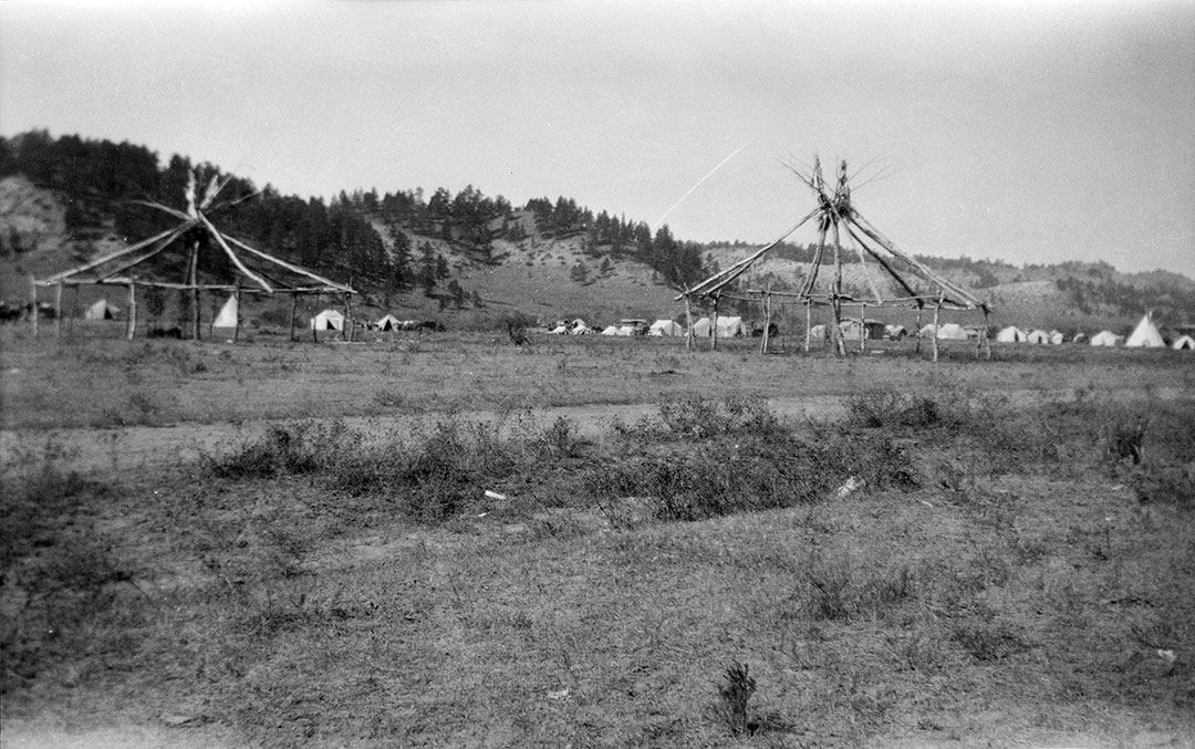Building the Sun Dance lodge, ca. 1922-1935. MS 165 Thomas B. Marquis Collection. PN.165.3.81