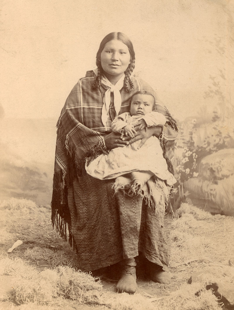 Unidentified woman with child, Nez Perce, ca. 1890–1900. MS 320 Paul Dyck Plains Indian Buffalo Culture Collection. P.320.365