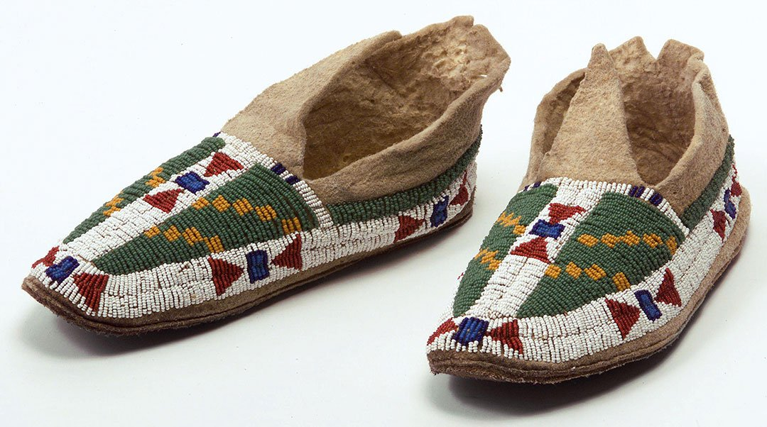 Moccasins, ca. 1890. Northern Plains, Hinono'ei (Arapaho). Chandler-Pohrt Collection, Gift of Walter Hunt in honor of Margo Grant. NA.202.862