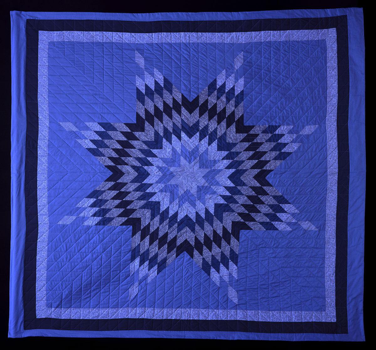 Star quilt made by Freda Goodsell (Oglala Lakota), 2000. Museum purchase with funds provided by the Pilot Foundation. NA.320.144