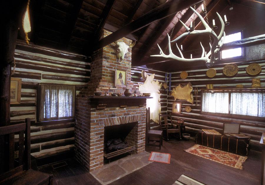 Absarokee Hut interior.