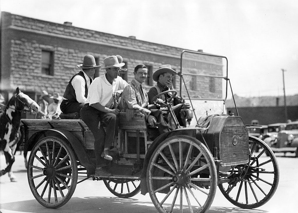 CCC: 1934, Driver Henry Coe; Man in white shirt Gary Cooper; Man on left in black vest Charles Belden (probably)