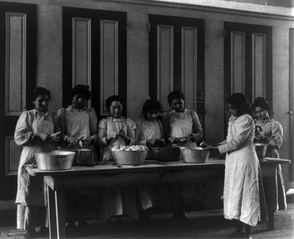 Cooking class at the Carlisle Indian School, 1901. Library of Congress Prints and Photographs Division, Washington, D.C. 20540 USA. LC-USZ62-26783