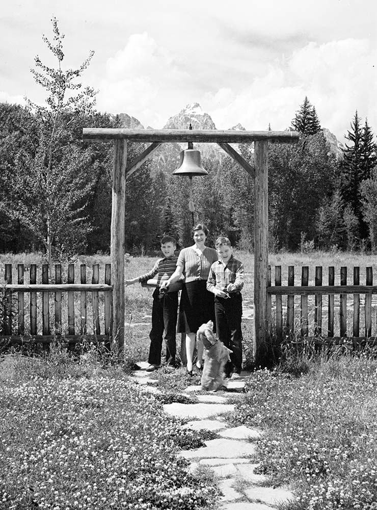 Even as youngsters, the Simpson brothers had an association with Buffalo Bill and with the Center of the West. Pete Simpson (L) with mother Lorna and brother Al, undated. Church of the Transfiguration, Moose, Wyoming. MS 89 Jack Richard Photograph Collection. PN.89.107.21020.02.6