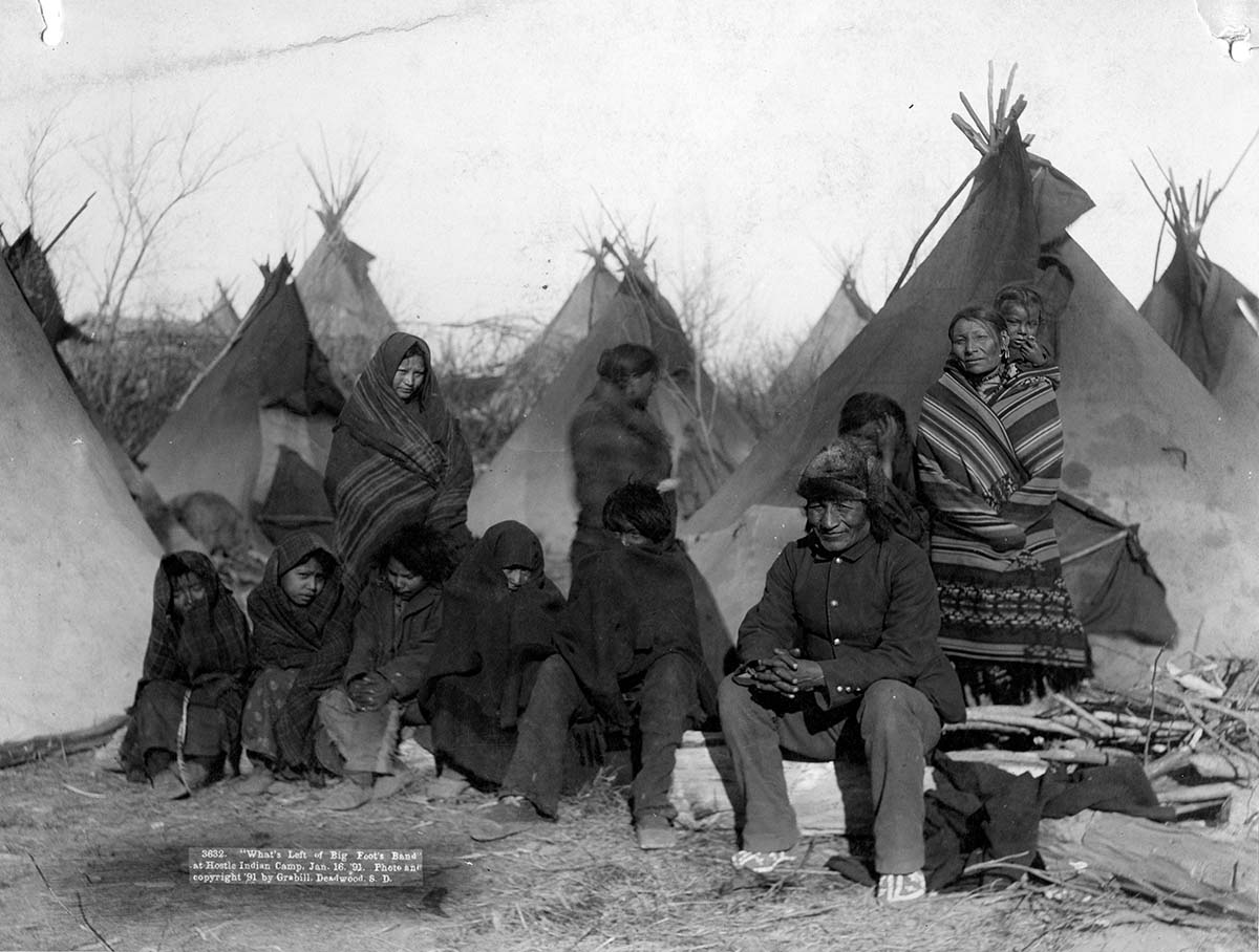 Sioux people of Big Foot's Band, 1891. MS 35 North American Indian Photograph Collection. P.35.01