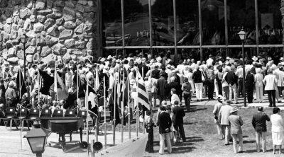 Crowds gather to view the Winchester Collection, July 4, 1976, Cody, Wyoming. P.20.4643 (detail)