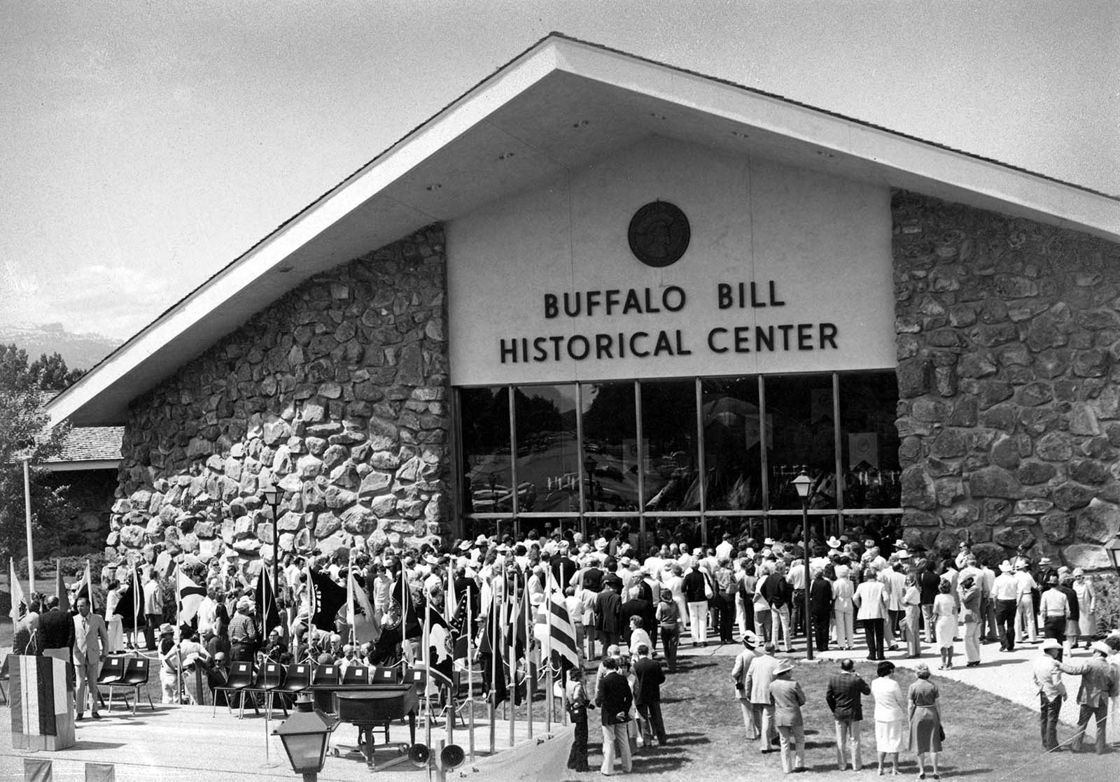 Crowds gather to view the Winchester Collection, July 4, 1976, Cody, Wyoming. P.20.4643